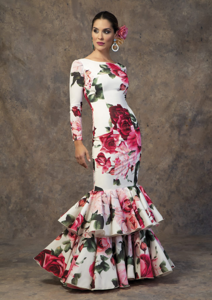 Traje de flamenca con flores de Aires de Feria 2019. Modelo Capricho.