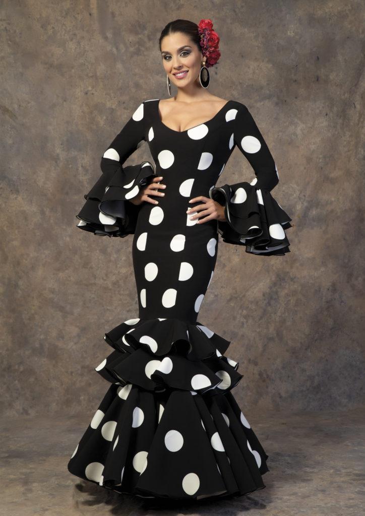 Traje de flamenca negro con lunares de Aires de Feria. Modelo Poema.