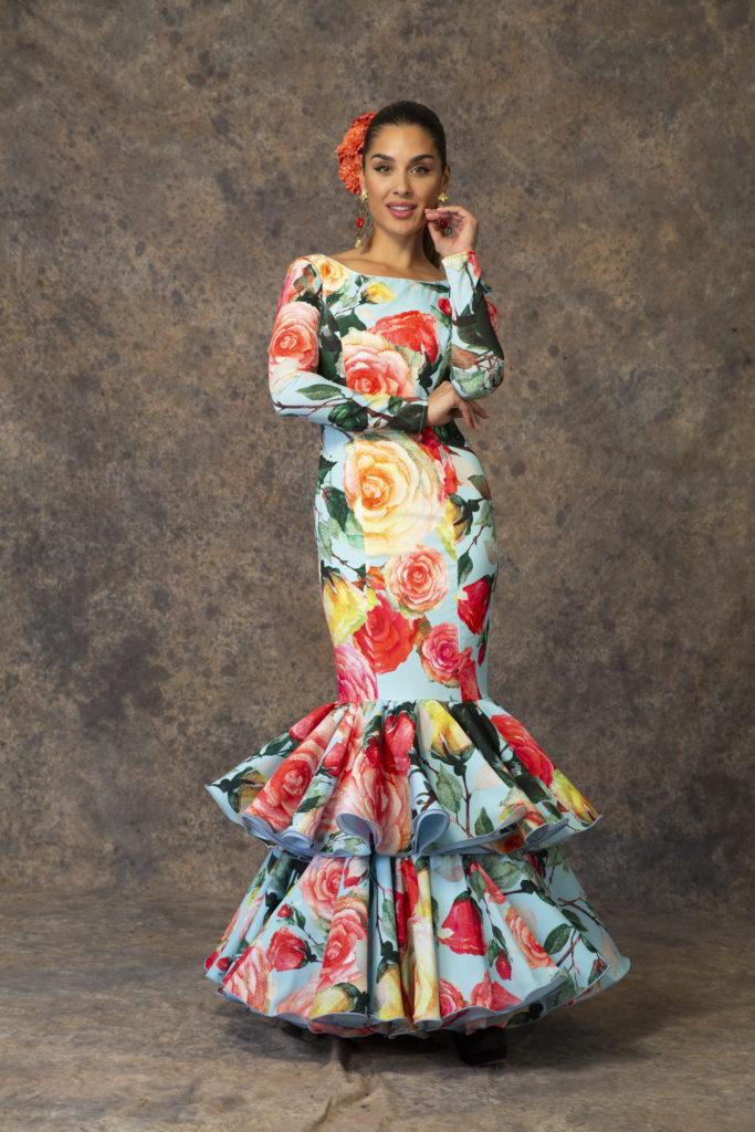 Traje de flamenca estampado flores de Aires de Feria 2019. Modelo Capricho.