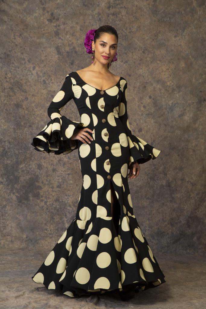 Traje de flamenca negro con lunares de Aires de Feria. Modelo Rocío.